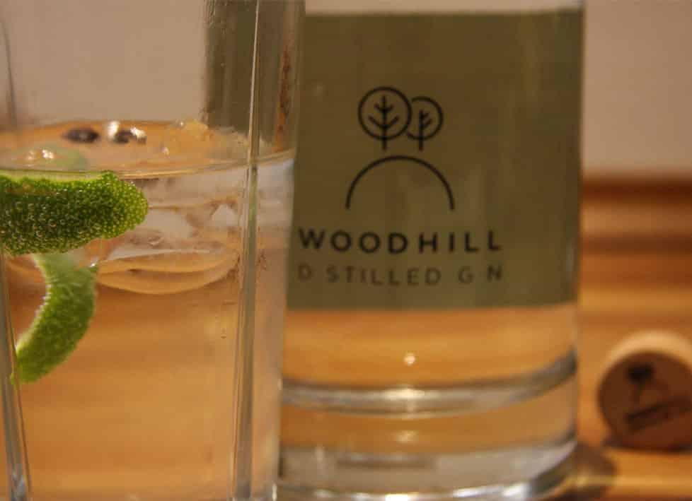 Woodhill Gin flaske og drink