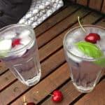 Gin og Tonic med kirsebær